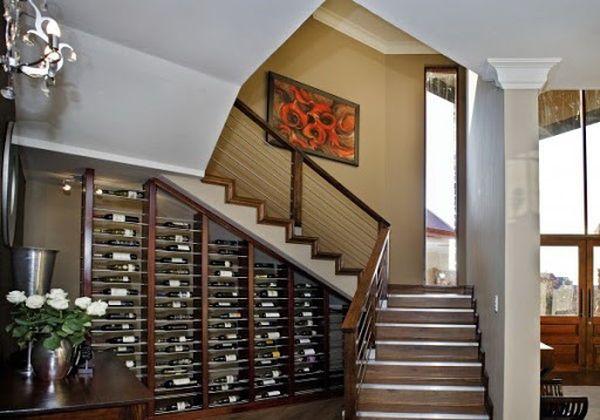 Mẫu tủ rượu gầm cầu thang- M6